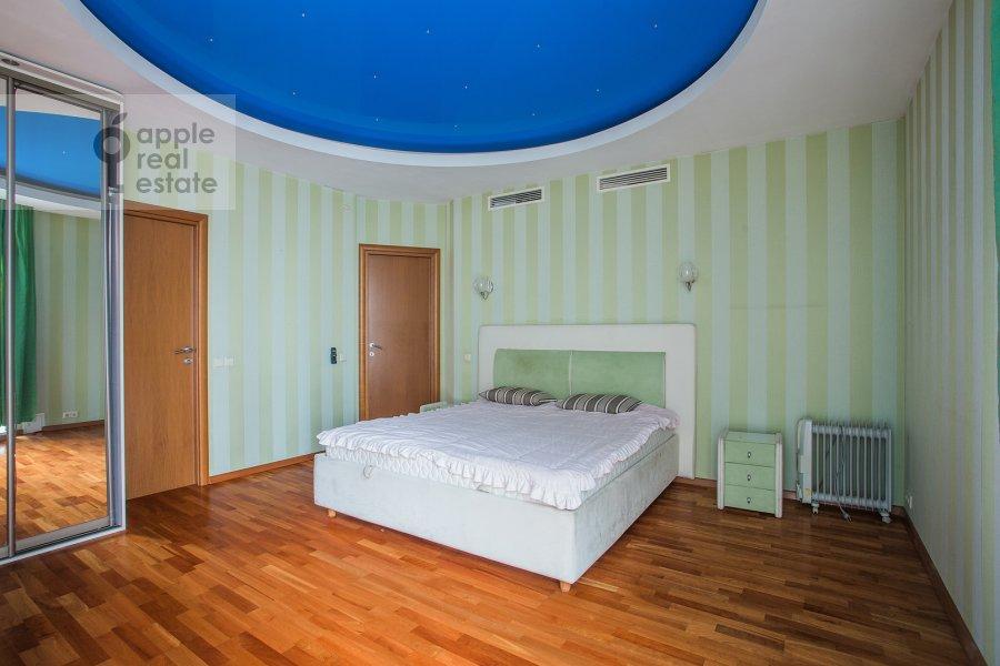 Bedroom of the 4-room apartment at Aviatsionnaya ulitsa 79V