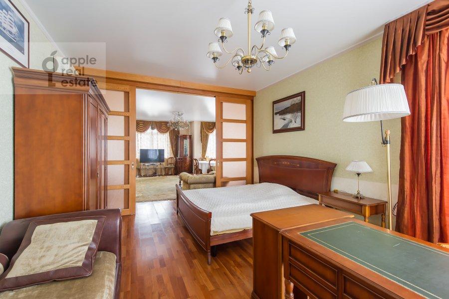 Bedroom of the 4-room apartment at Aviatsionnaya ulitsa 79A