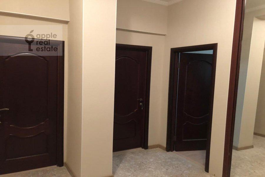 Коридор в 4-комнатной квартире по адресу Гашека 9