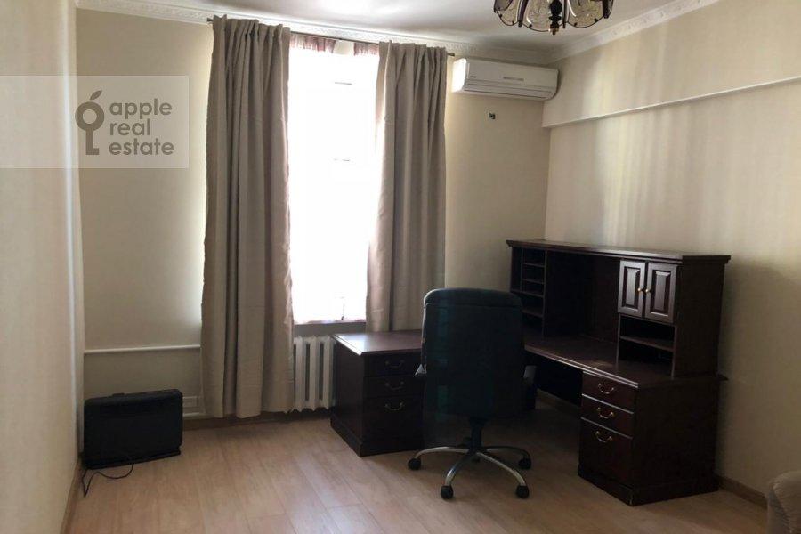 Детская комната / Кабинет в 4-комнатной квартире по адресу Гашека 9
