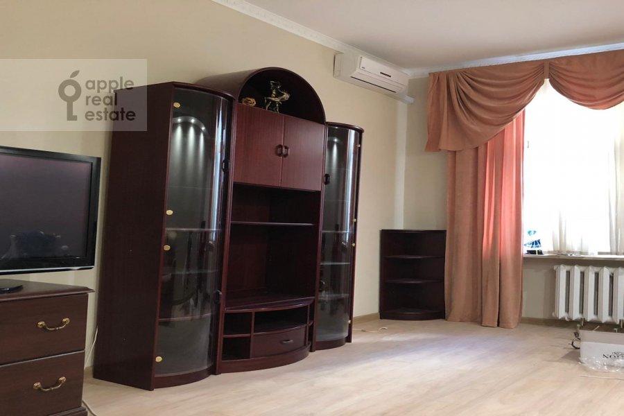 Гостиная в 4-комнатной квартире по адресу Гашека 9