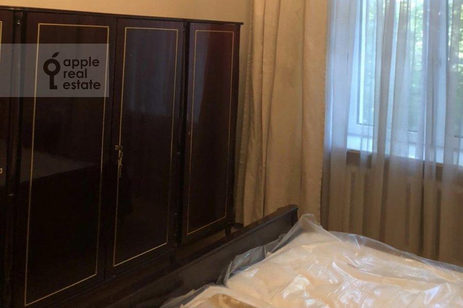 Спальня в 4-комнатной квартире по адресу Гашека 9