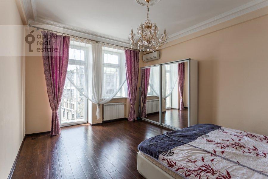 Спальня в 3-комнатной квартире по адресу Тверская улица 4