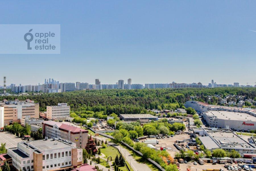 Вид из окна в 2-комнатной квартире по адресу Рублевское шоссе 70к5