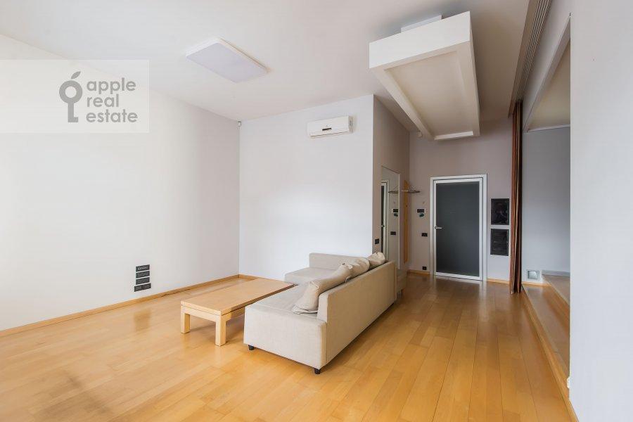 Living room of the 2-room apartment at Podkopaevskiy pereulok 8/13/5