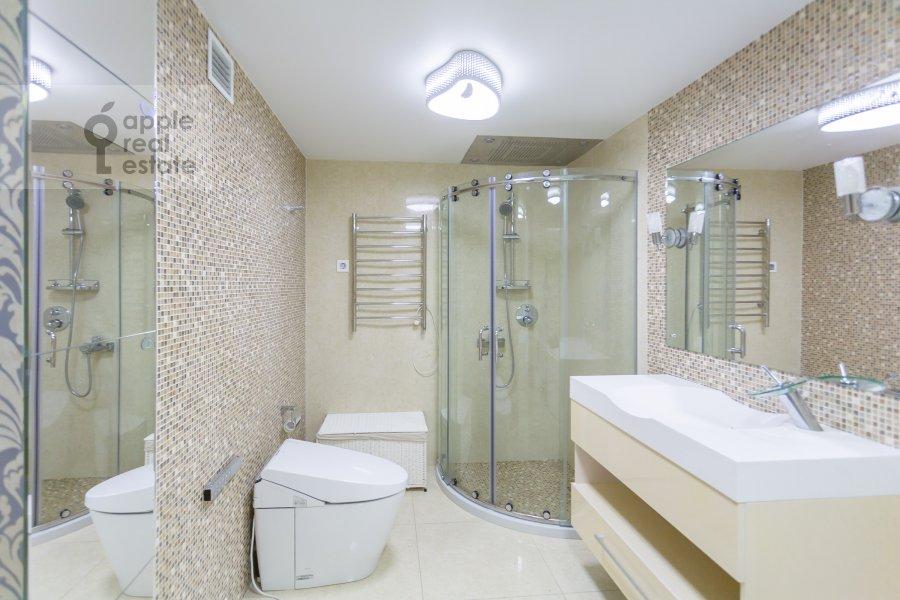 Bathroom of the 2-room apartment at Chapaevskiy per. 3