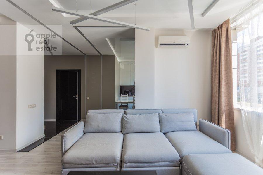 Living room of the studio apartment at Mosfil'movskaya ulitsa 88k2s7