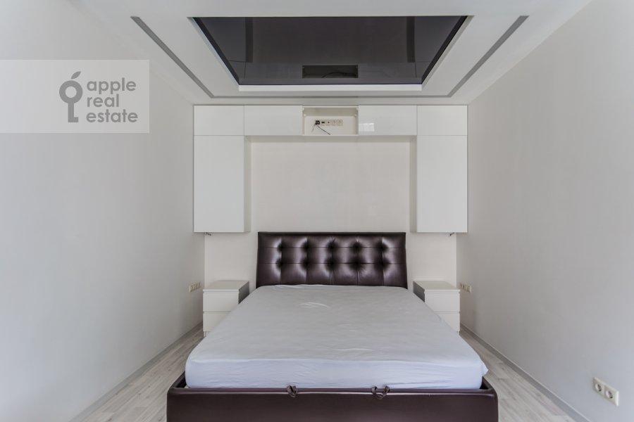 Bedroom of the studio apartment at Mosfil'movskaya ulitsa 88k2s7
