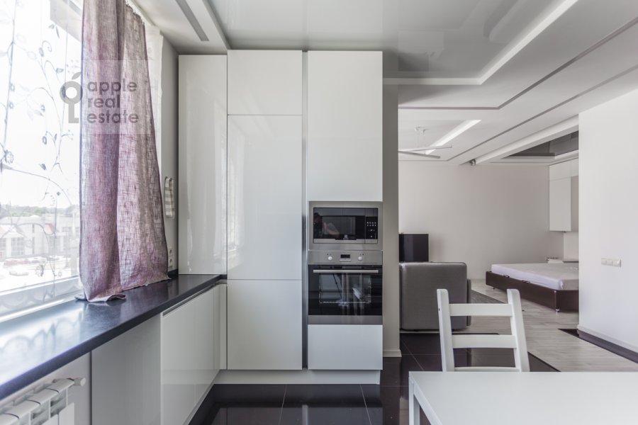 Kitchen of the studio apartment at Mosfil'movskaya ulitsa 88k2s7
