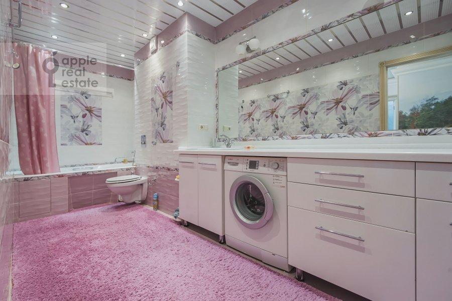 Bathroom of the 3-room apartment at Khoroshevskoe shosse 12s1