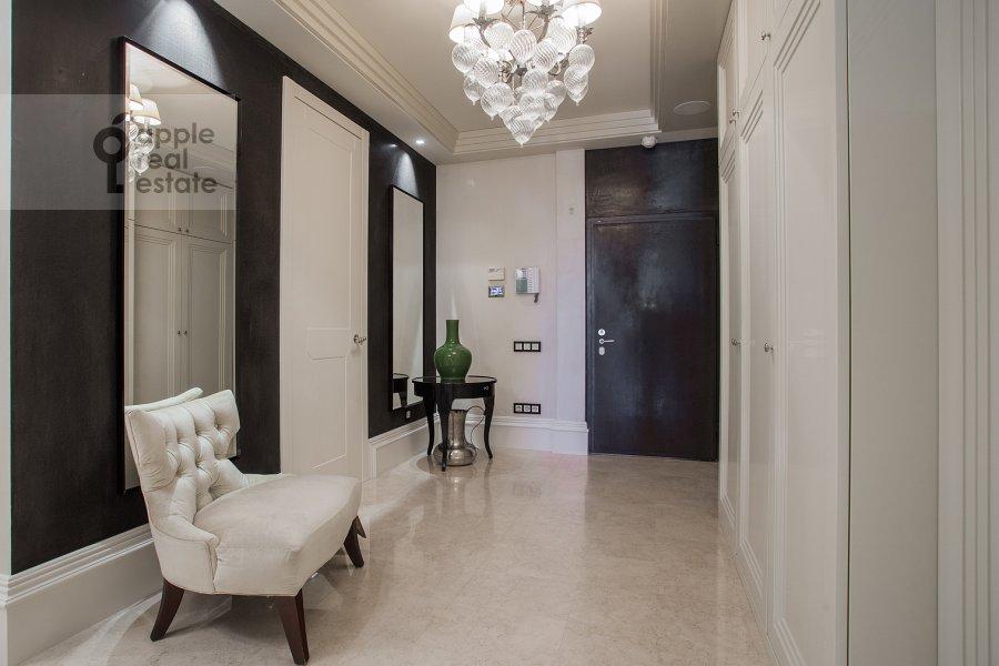 Corridor of the 4-room apartment at Savvinskaya nab. 9