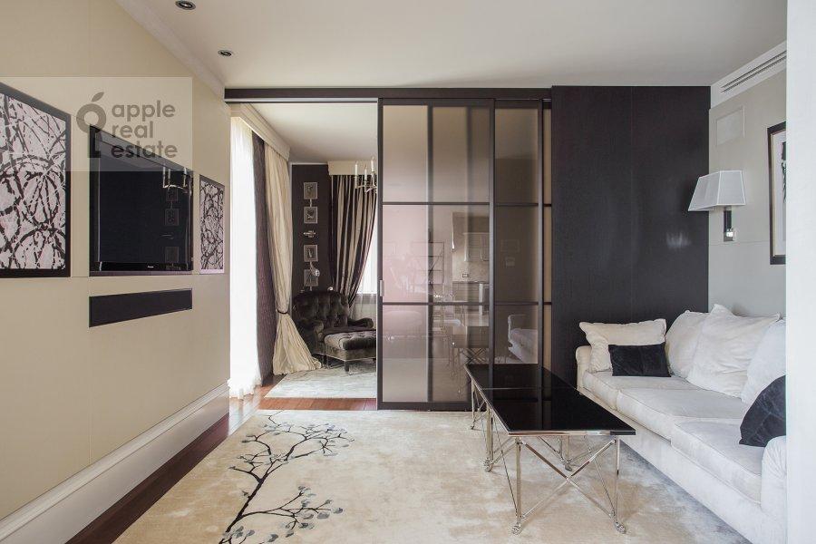 Living room of the 4-room apartment at Savvinskaya nab. 9