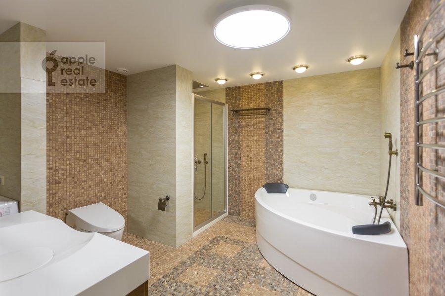 Bathroom of the 2-room apartment at Chapaevskiy pereulok 3