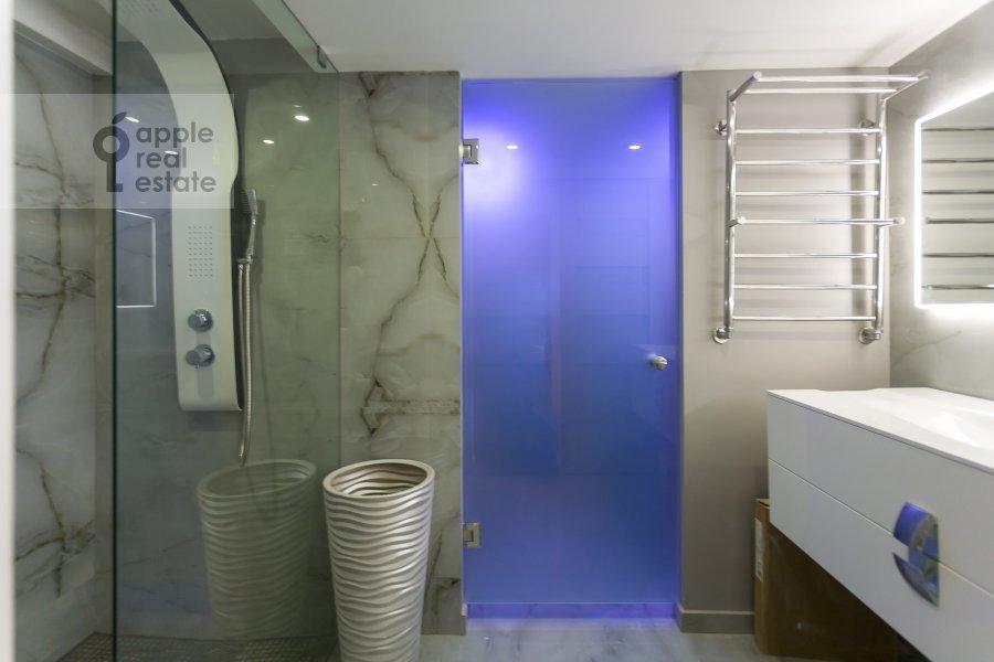 Санузел в 3-комнатной квартире по адресу 3-я улица Ямского Поля 9