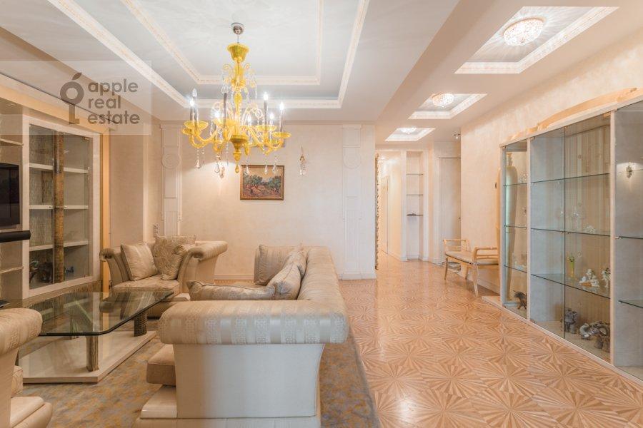 Living room of the 4-room apartment at Leninskiy prospekt 106k1