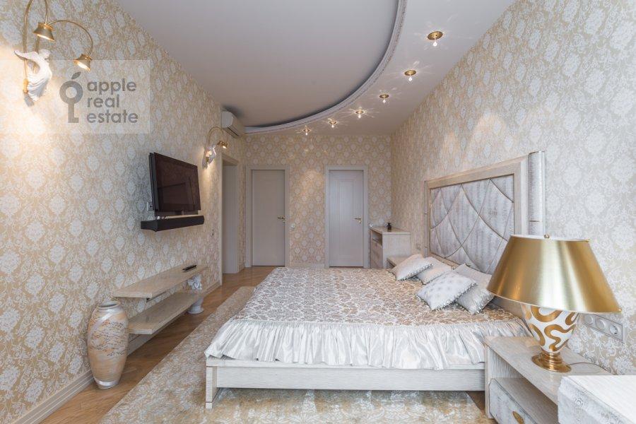 Bedroom of the 4-room apartment at Leninskiy prospekt 106k1