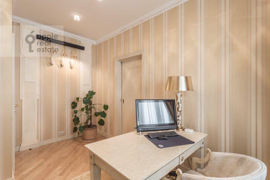 Children's room / Cabinet of the 4-room apartment at Leninskiy prospekt 106k1