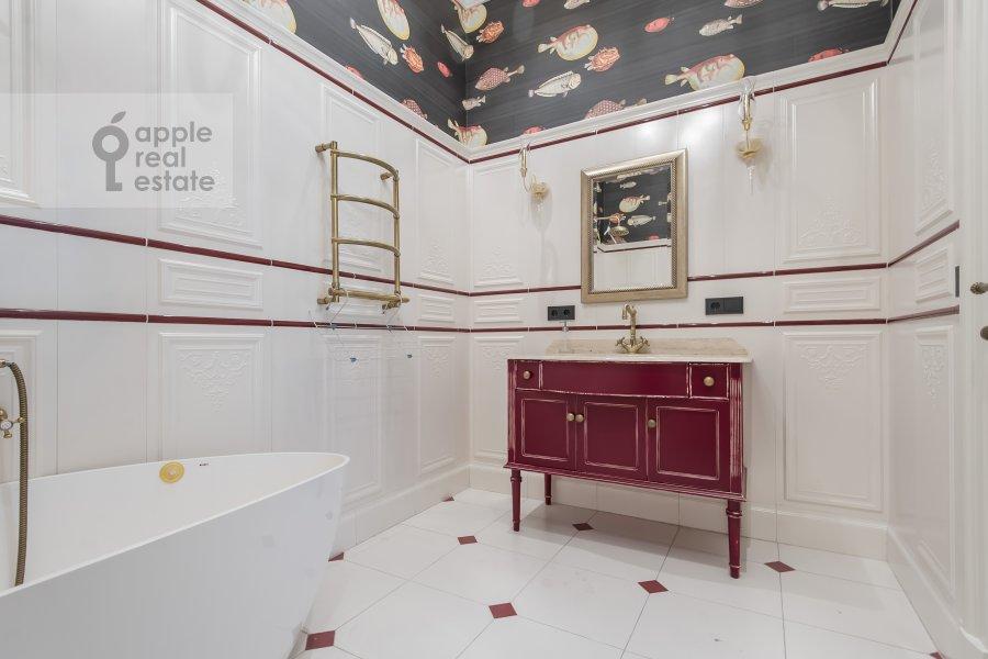 Bathroom of the 3-room apartment at Dmitrovskiy pereulok 7