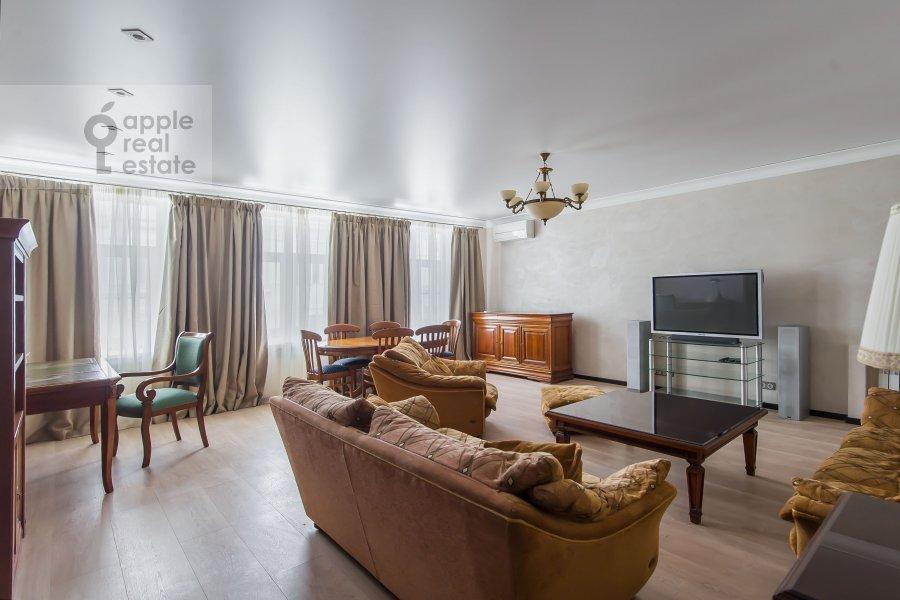 Гостиная в 4-комнатной квартире по адресу Малая Дмитровка 4