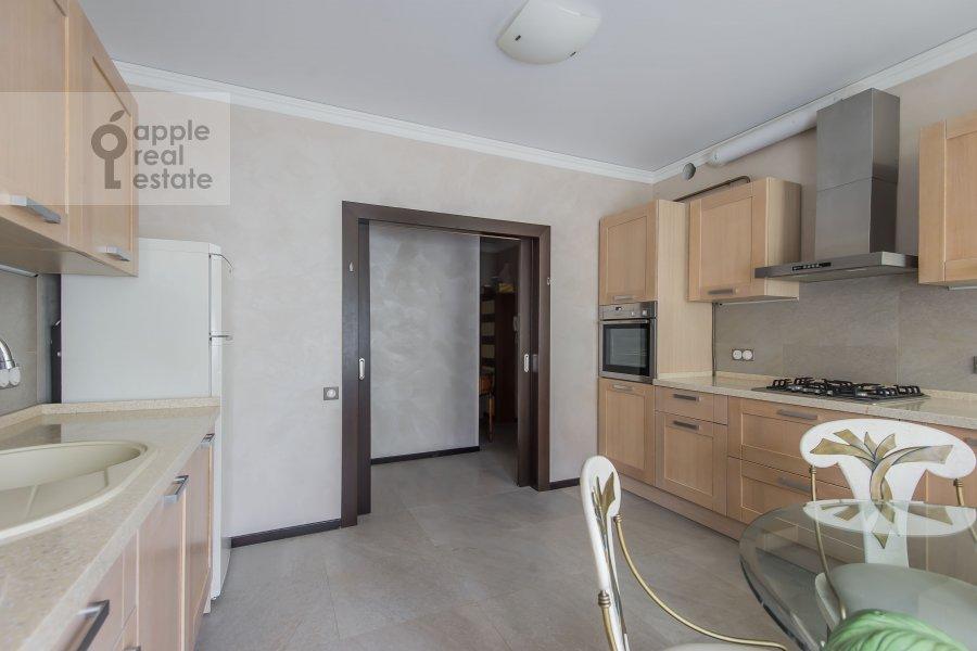 Кухня в 4-комнатной квартире по адресу Малая Дмитровка 4
