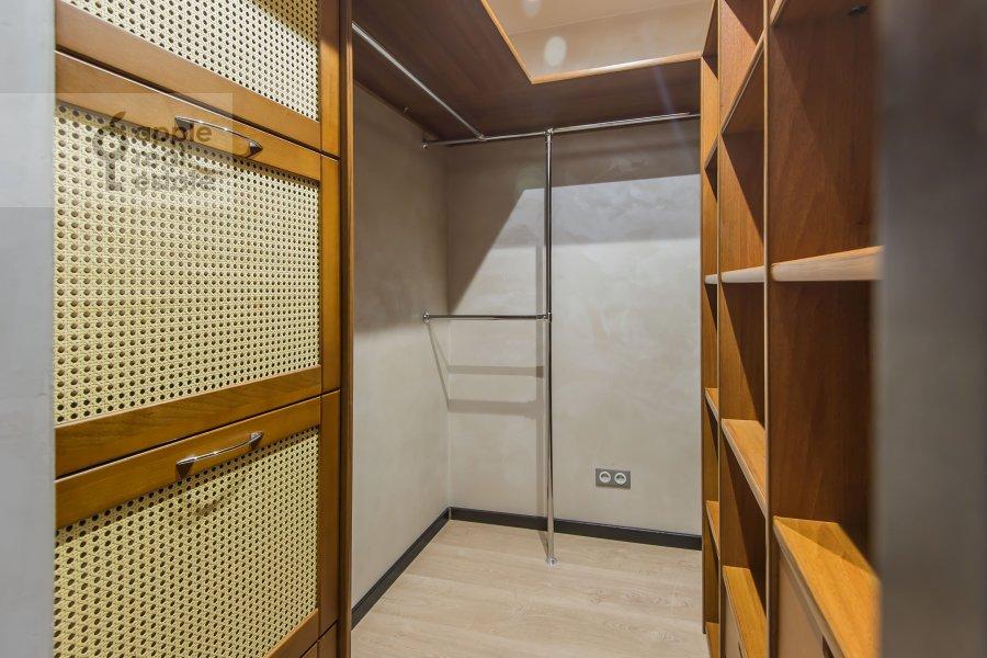 Гардеробная комната / Постирочная комната / Кладовая комната в 4-комнатной квартире по адресу Малая Дмитровка 4