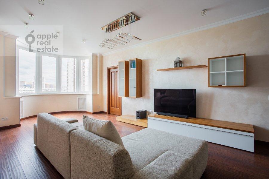 Гостиная в 4-комнатной квартире по адресу Филевский бульвар 24к3