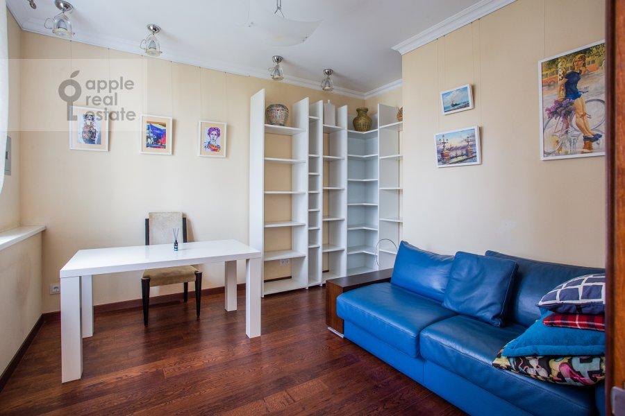 Детская комната / Кабинет в 4-комнатной квартире по адресу Филевский бульвар 24к3