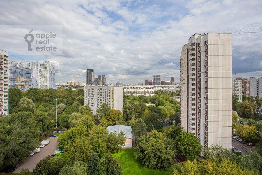 Вид из окна в 4-комнатной квартире по адресу Филевский бульвар 24к3