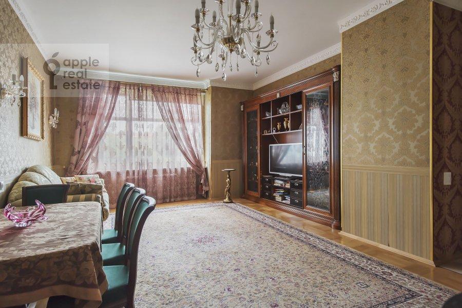 Living room of the 4-room apartment at Marshala Sokolovskogo 5