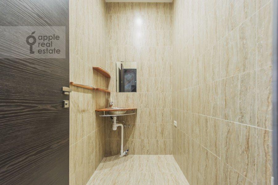 Гардеробная комната / Постирочная комната / Кладовая комната в 5-комнатной квартире по адресу проезд Аэропорта 8