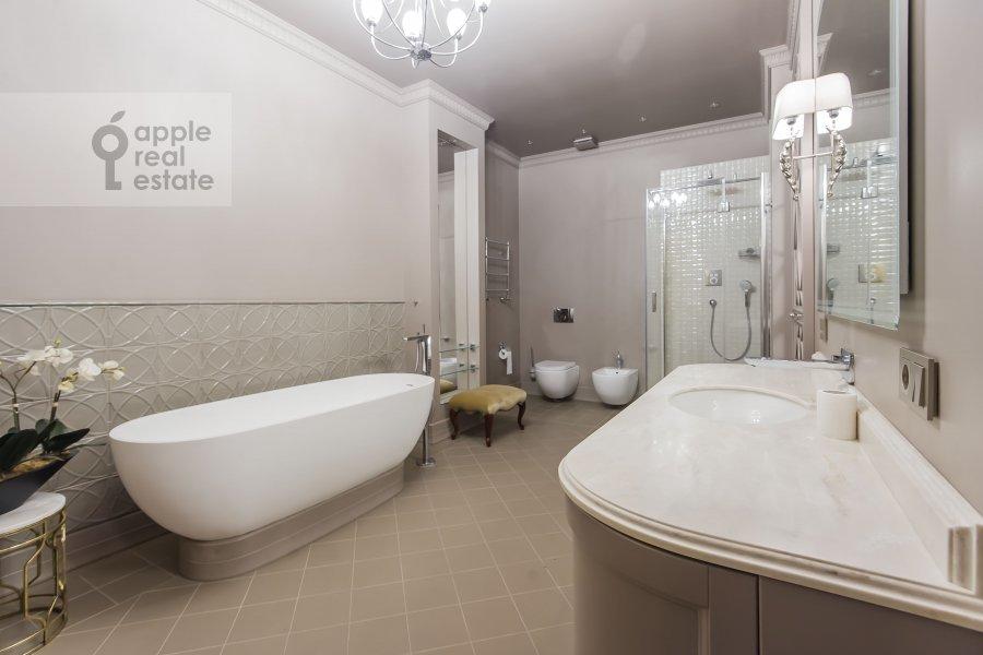 Санузел в 3-комнатной квартире по адресу Мичуринский пр-т. 6к3