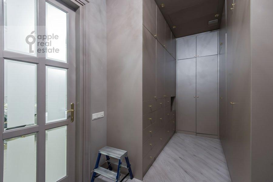 Гардеробная комната / Постирочная комната / Кладовая комната в 3-комнатной квартире по адресу Мичуринский пр-т. 6к3