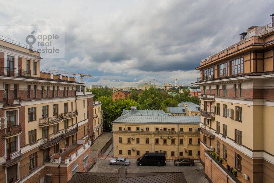 Вид из окна в 5-комнатной квартире по адресу Лаврушинский пер. 11к1