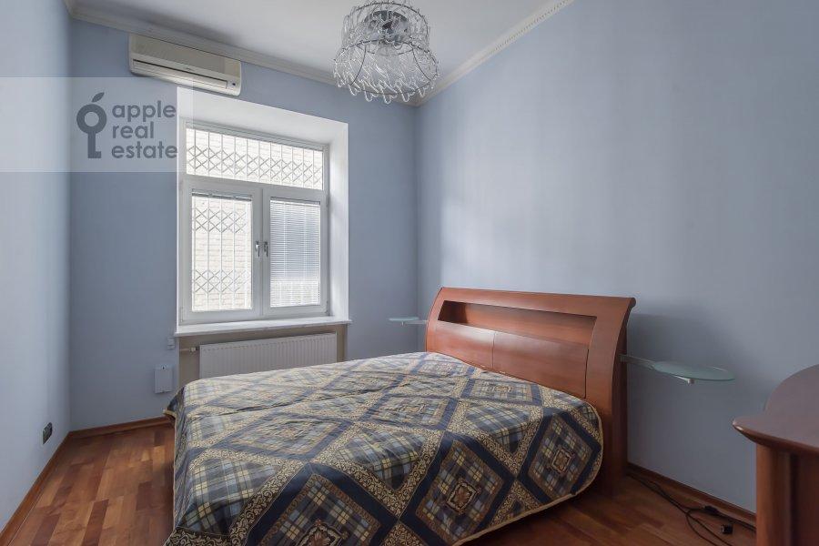 Спальня в 3-комнатной квартире по адресу Щепкина 25/20