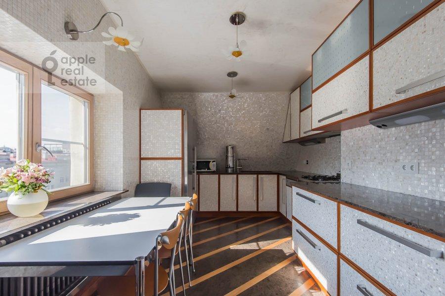 Kitchen of the 5-room apartment at Krivoarbatskiy pereulok 12