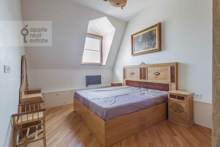 Bedroom of the 5-room apartment at Krivoarbatskiy pereulok 12