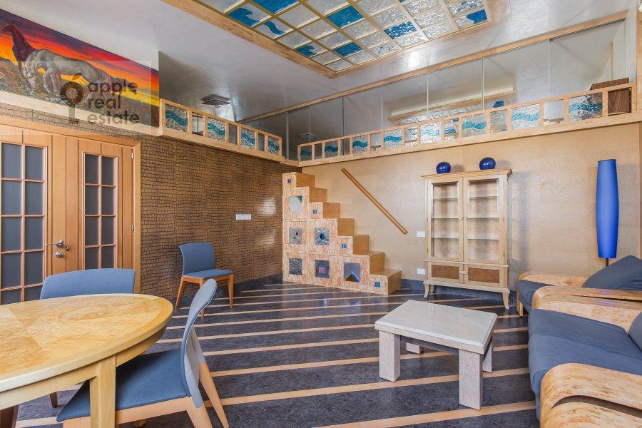 Living room of the 5-room apartment at Krivoarbatskiy pereulok 12