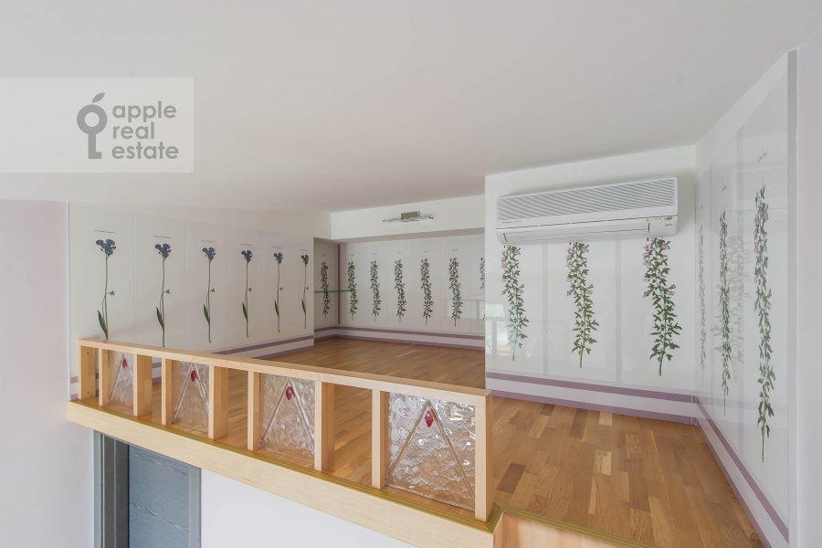 Children's room / Cabinet of the 5-room apartment at Krivoarbatskiy pereulok 12