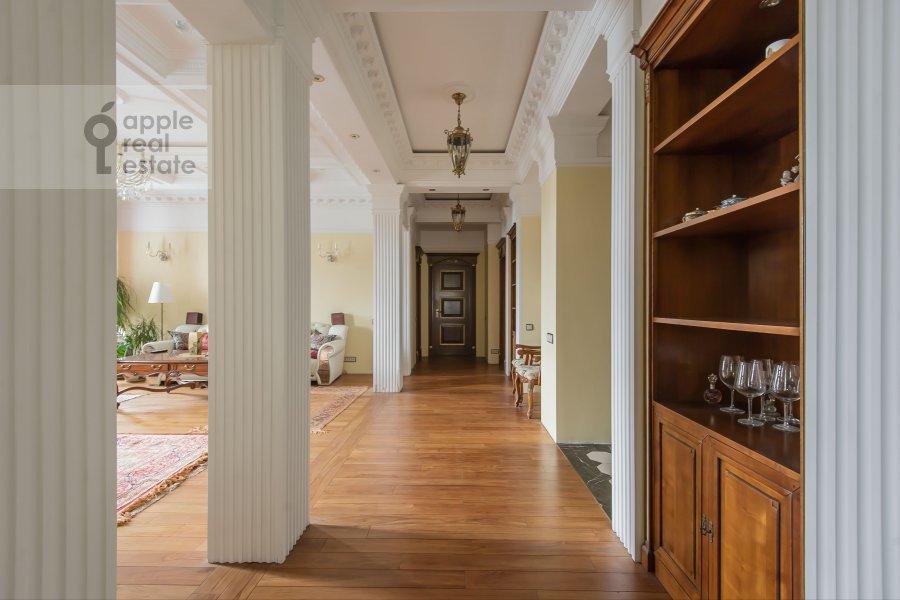 Corridor of the 4-room apartment at Leont'evskiy per. 11