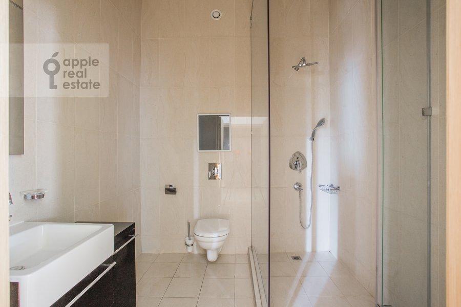 Bathroom of the 4-room apartment at Tsvetnoy bul'var 16\1