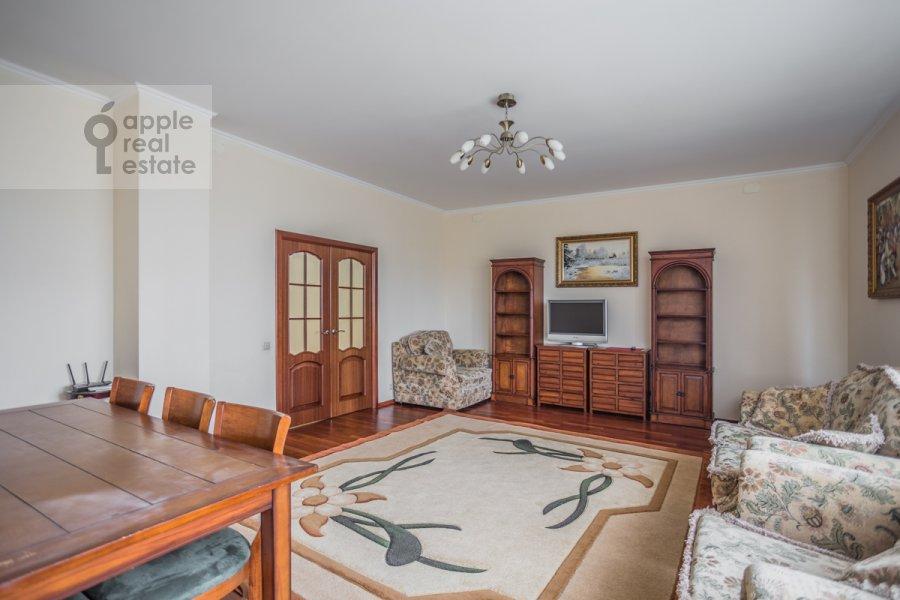 Living room of the 2-room apartment at Garibal'di 3