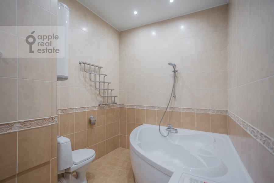 Bathroom of the 2-room apartment at Garibal'di 3