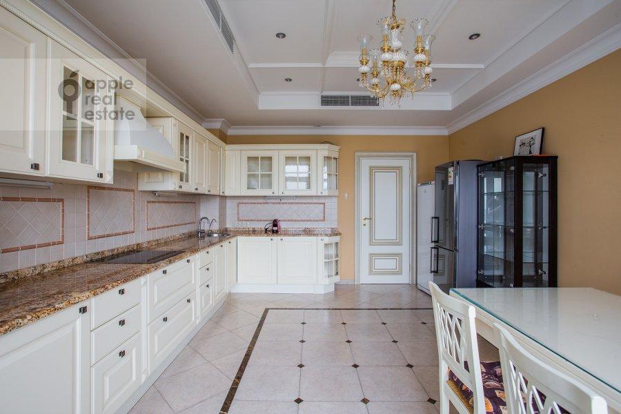 Кухня в 5-комнатной квартире по адресу Чапаевский переулок 3