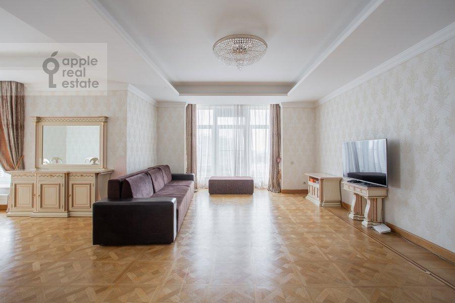 Гостиная в 5-комнатной квартире по адресу Чапаевский переулок 3