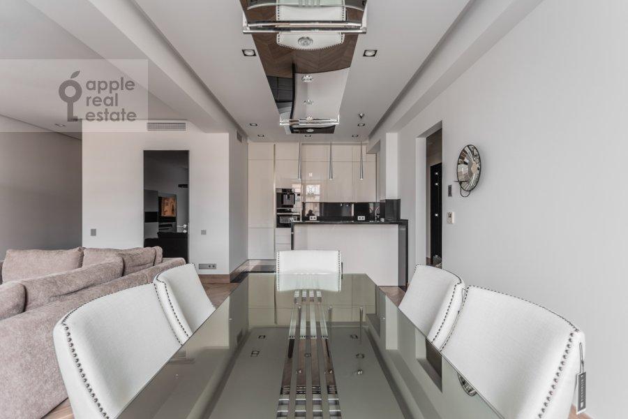 Kitchen of the 3-room apartment at Novinskiy bul'var 7