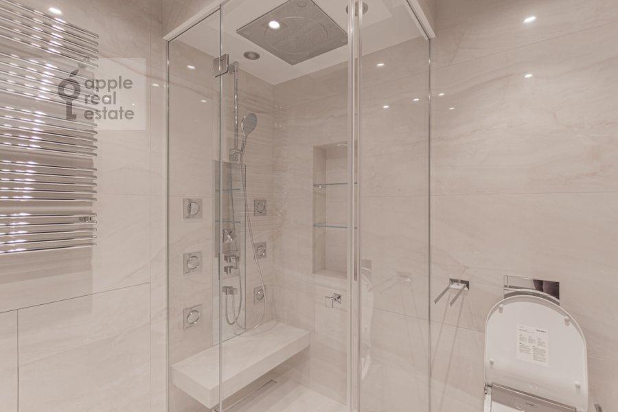 Bathroom of the 3-room apartment at Novinskiy bul'var 7