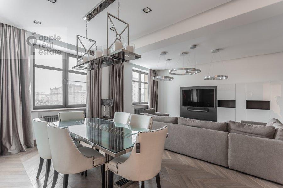 Living room of the 3-room apartment at Novinskiy bul'var 7