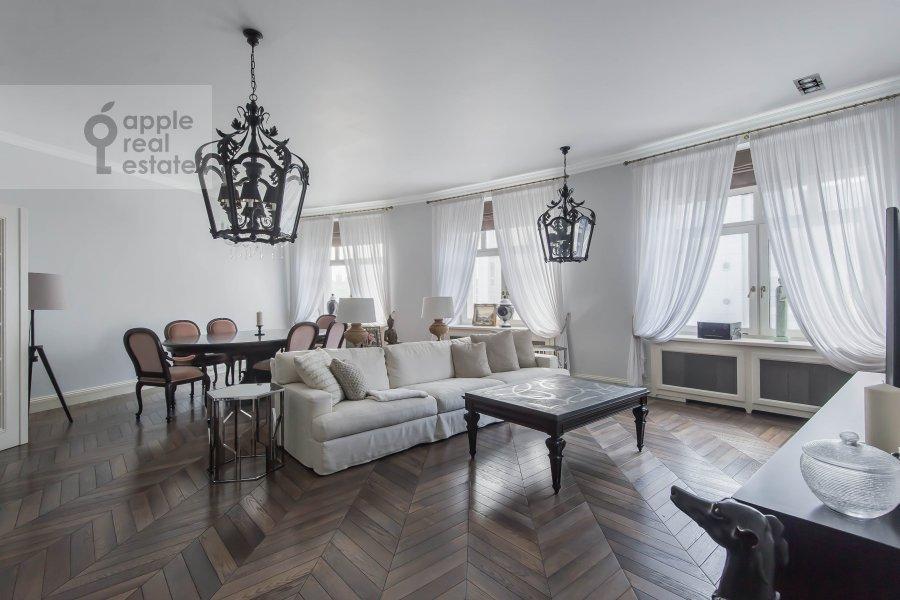 Гостиная в 5-комнатной квартире по адресу Малый Новопесковский переулок 8