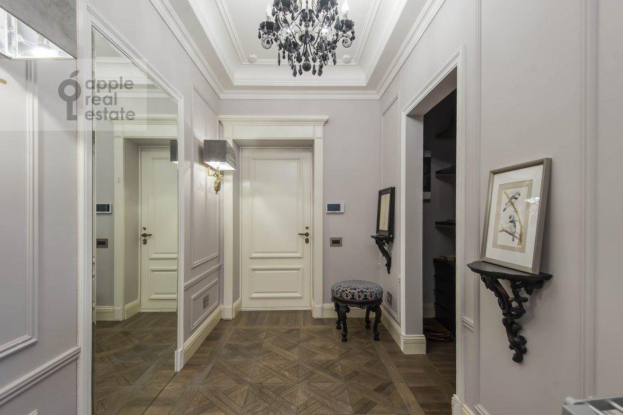 Коридор в 5-комнатной квартире по адресу Малый Новопесковский переулок 8
