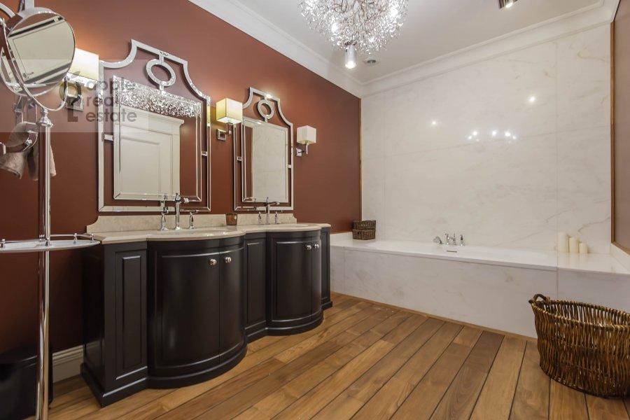 Санузел в 5-комнатной квартире по адресу Малый Новопесковский переулок 8